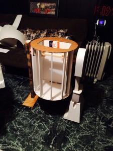 R2D2-carton-legs